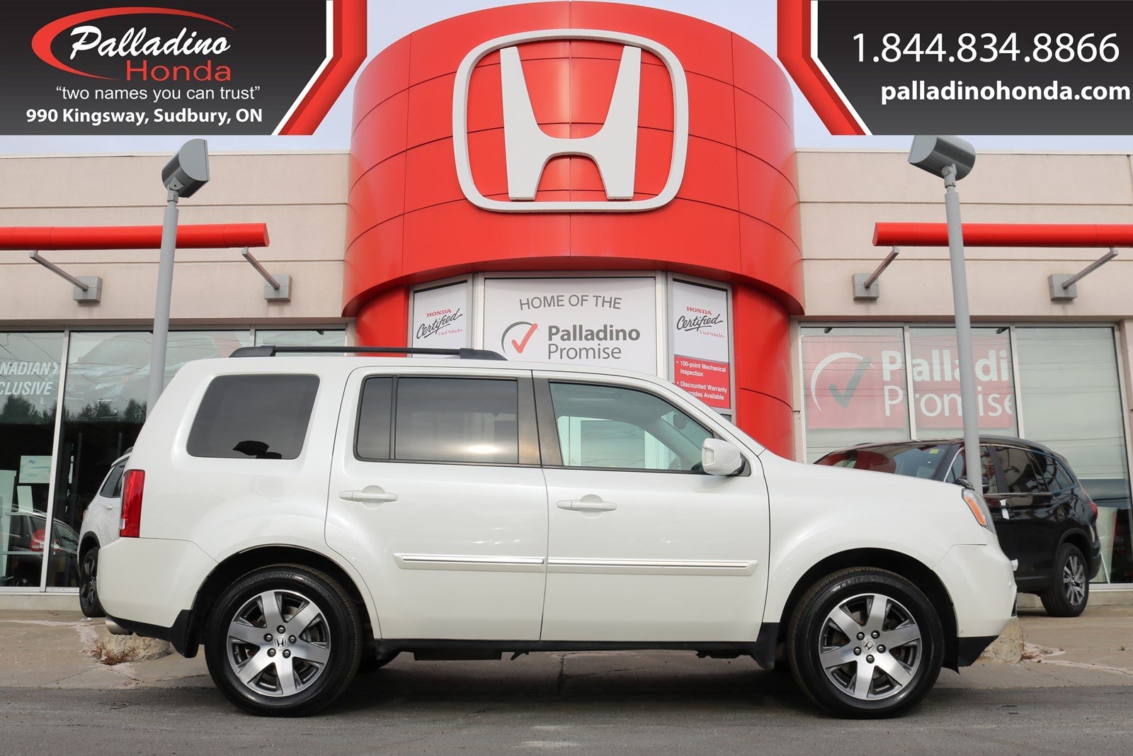 Pre-Owned 2015 Honda Pilot Touring-ALL WHEEL DRIVE, THIRD ROW SEATS, REAR ENTERTAINMENT SYSTEM